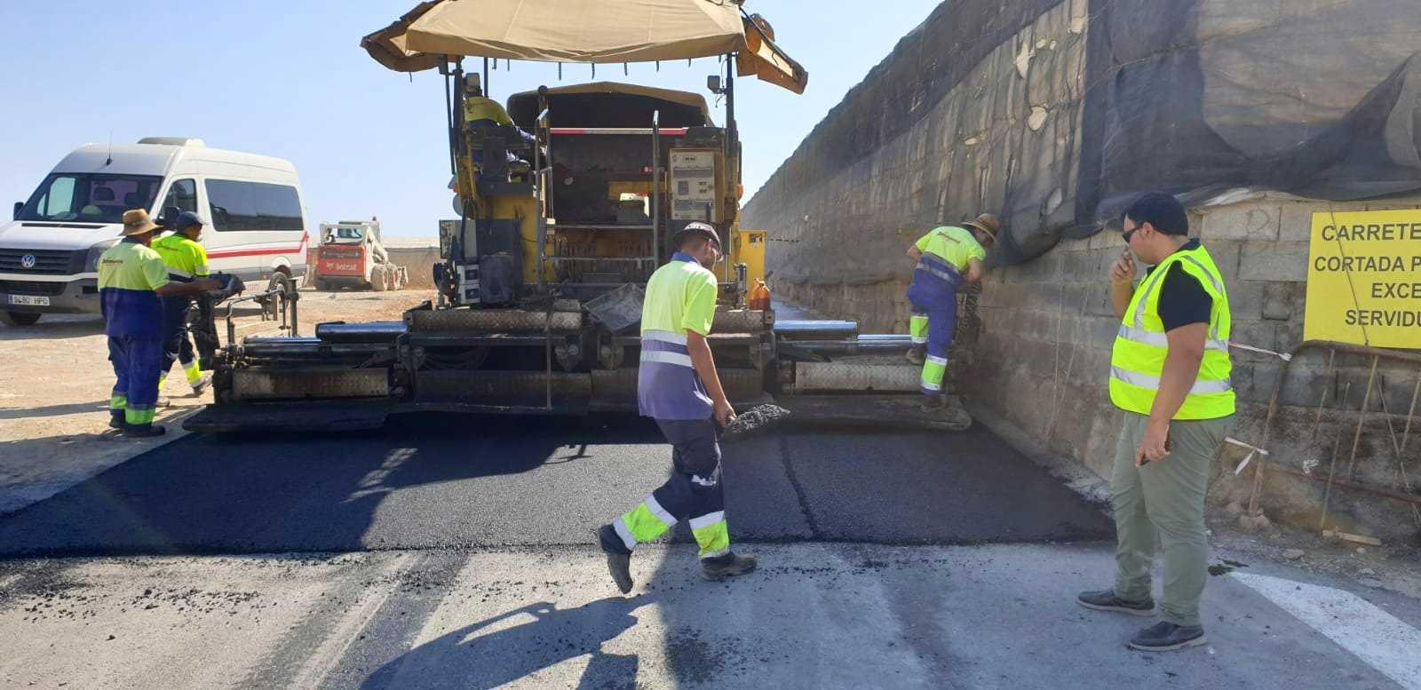 Los trabajos en el Camino de 'Los Majales' se encuentran en la última fase de ejecución con las obras de asfaltado del firme