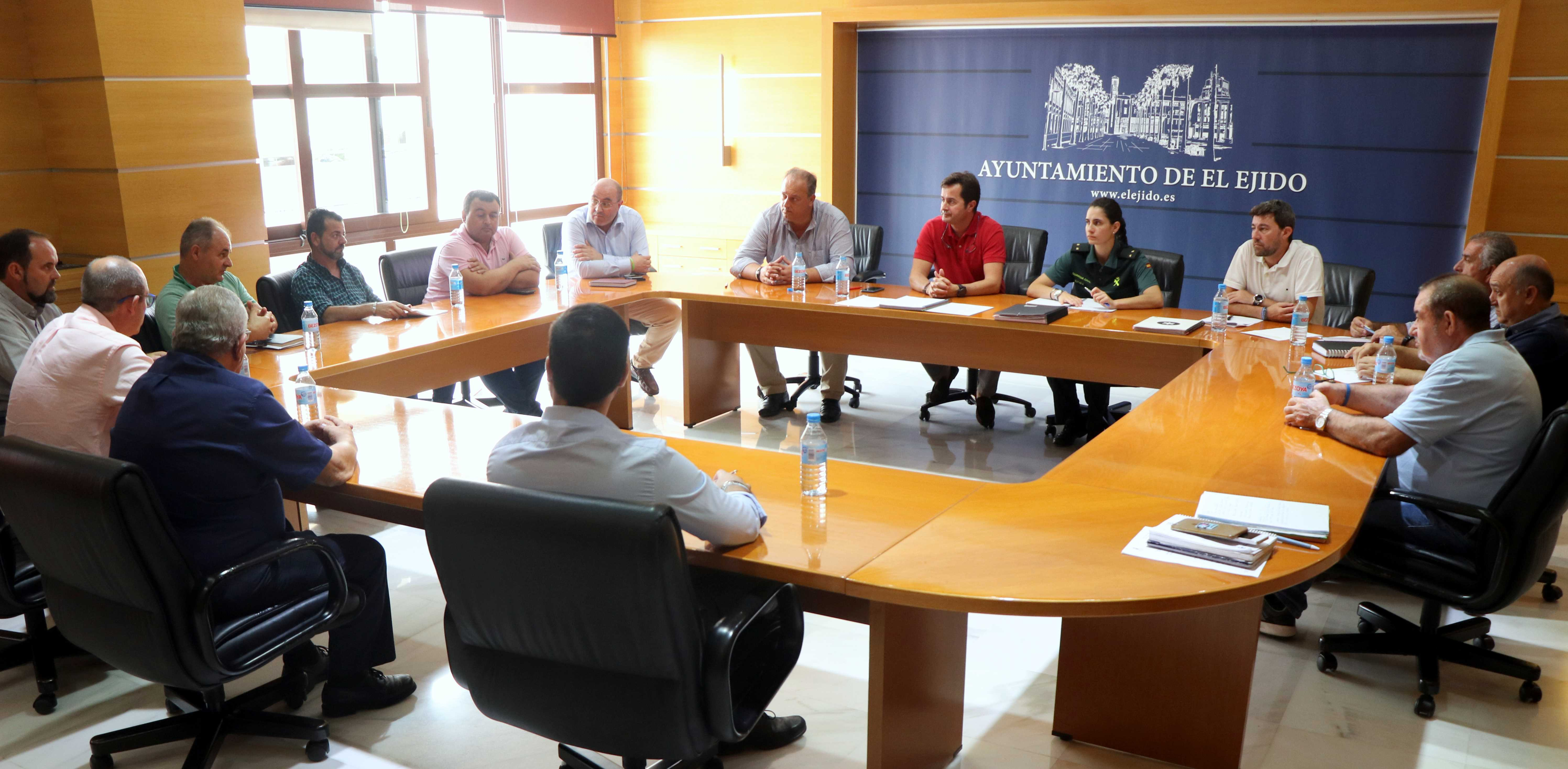 Una reunión del alcalde con los presidentes de las Juntas Locales analiza las líneas de trabajo durante los próximos años en materias como la limpieza o la mejora de las infraestructuras públicas