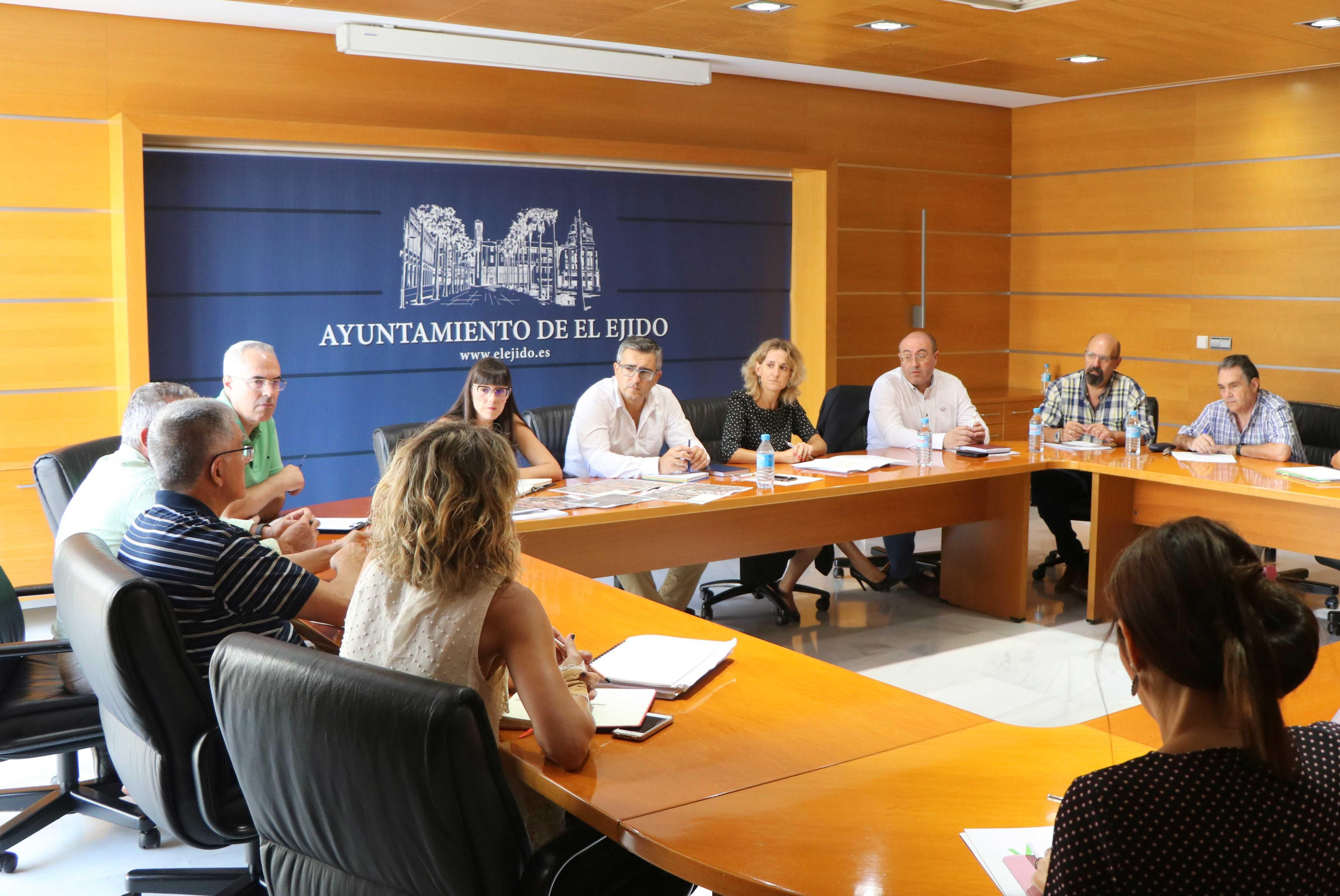 """Reunión de trabajo para establecer las líneas de actuación dentro de la campaña 'Buenas Prácticas en la Manipulación de los Alimentos"""""""