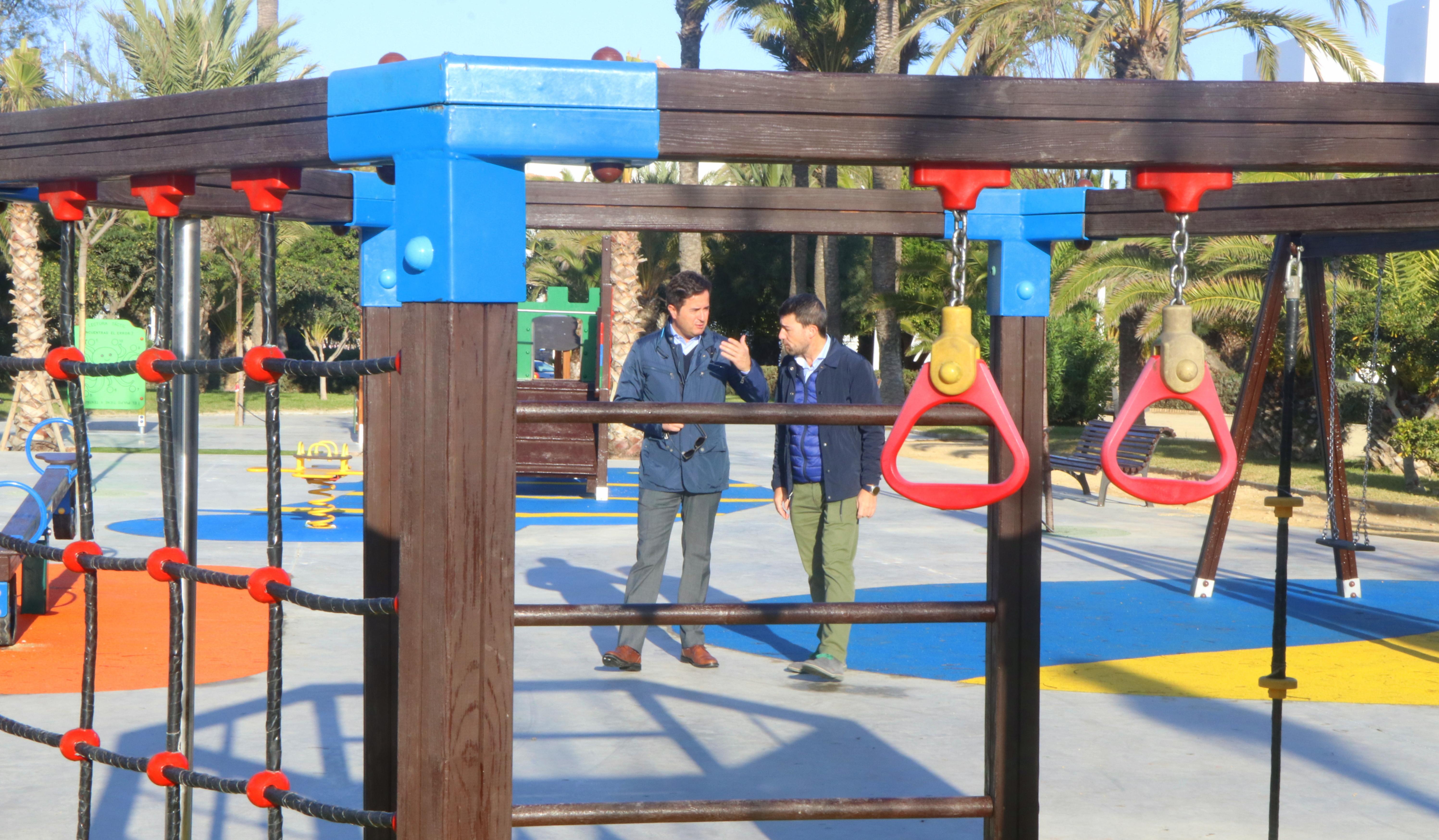 Almerimar ya cuenta con un moderno y amplio parque en Levante que dispone de una superficie de 1.000 metros cuadrados para uso y disfrute de todos los vecinos
