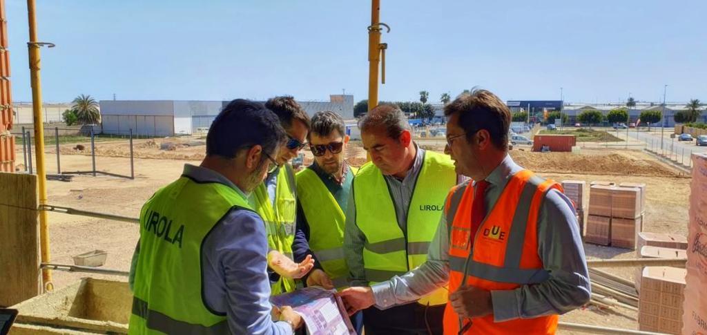 El alcalde comprueba el avance de las obras de la nueva sede central del Servicio de Limpieza que se encuentran al 60% de su ejecución