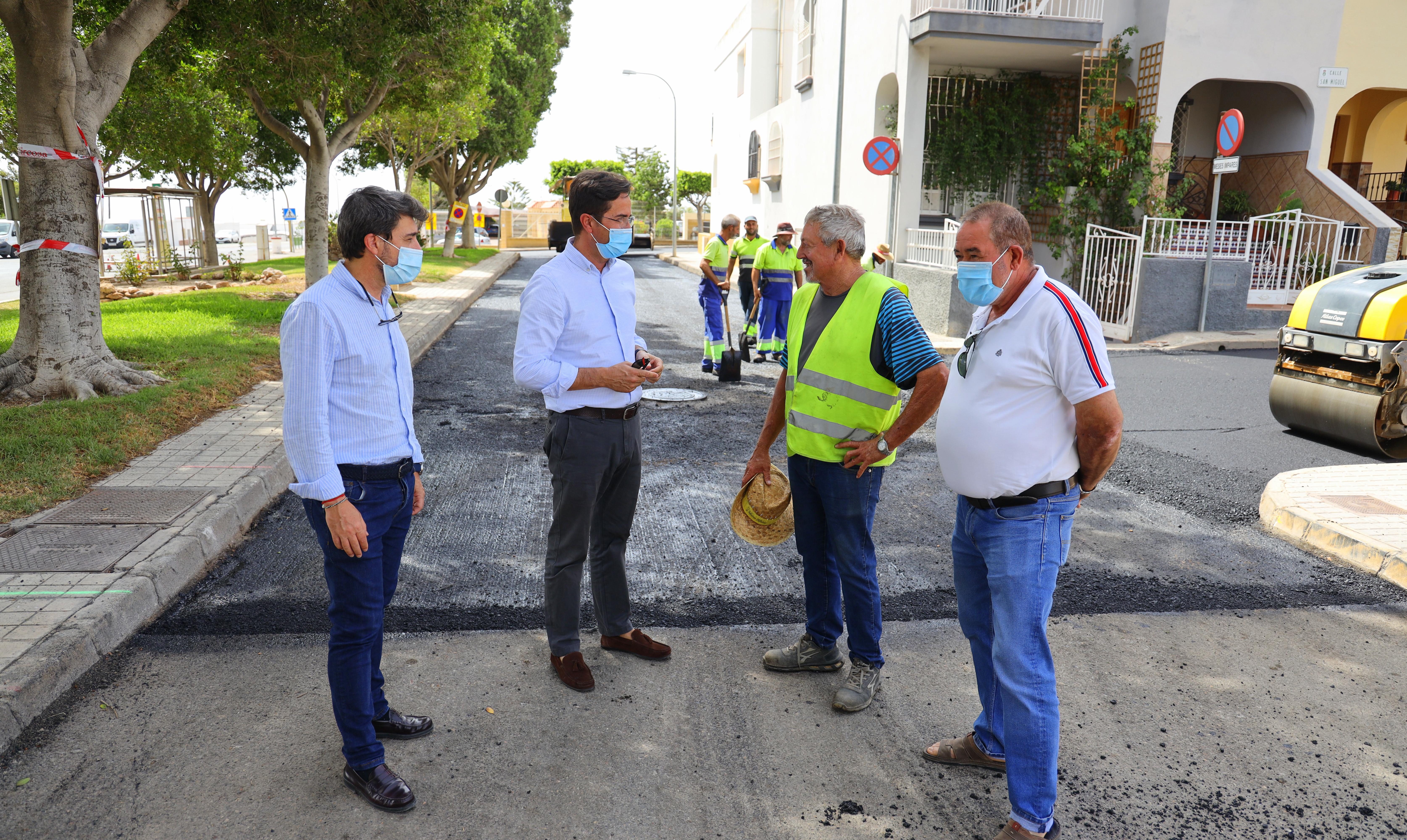Las obras de reasfaltado dentro de la III Fase del Plan de Regeneración y Pavimentación de Viales suponen una importante mejora en varias calles de Pampanico