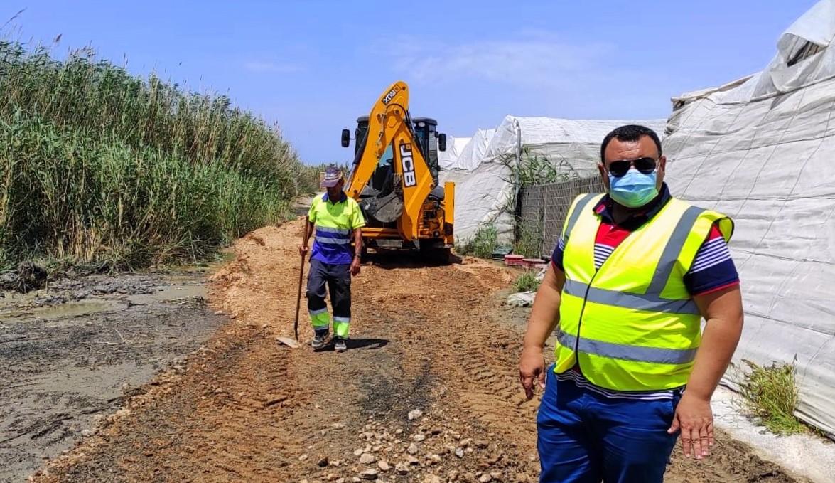 Continúan los trabajos de limpieza, desbroce y mantenimiento de pluviales en caminos rurales del municipio