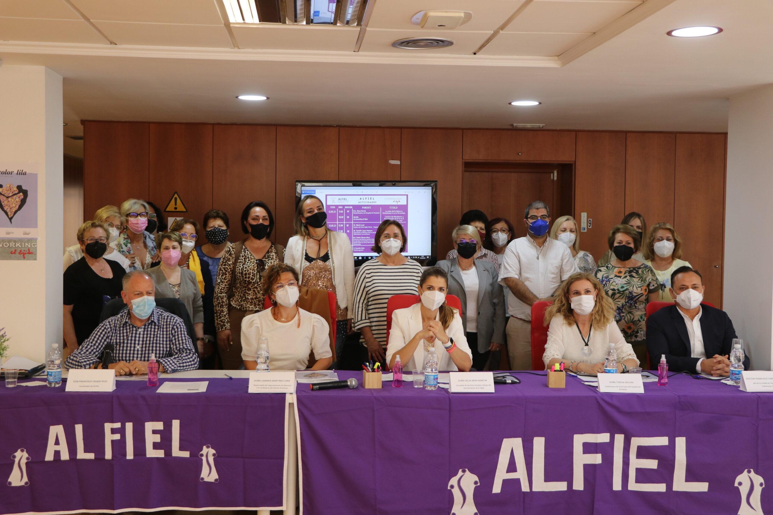 El Ejido celebra el Día Internacional de la Fibromialgia y el Síndrome de Fatiga Crónica con la lectura de un manifiesto, el encendido del Auditorio de color lila y un ciclo de conferencias temáticas a lo largo de esta semana