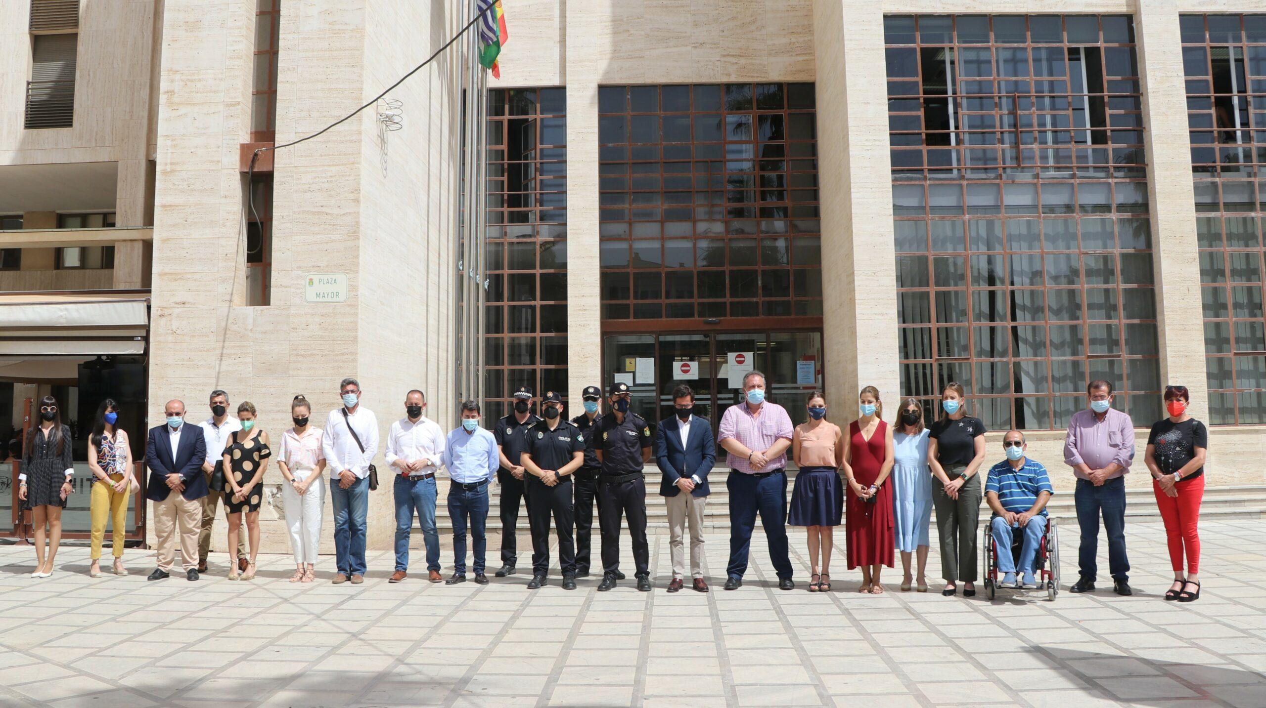 El Ayuntamiento de El Ejido se suma al minuto de silencio convocado por la FEMP para condenar las últimas muertes ocurridas por violencia de género