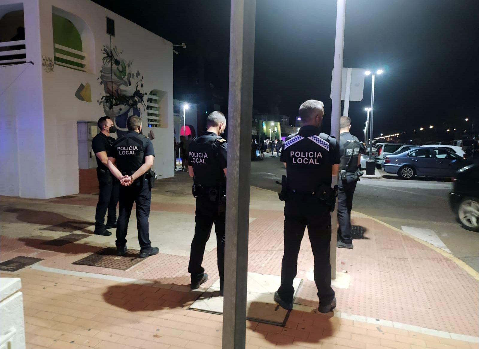 La Policía Local de El Ejido intensifica las labores de vigilancia durante el fin de semana especialmente en las zonas de ocio