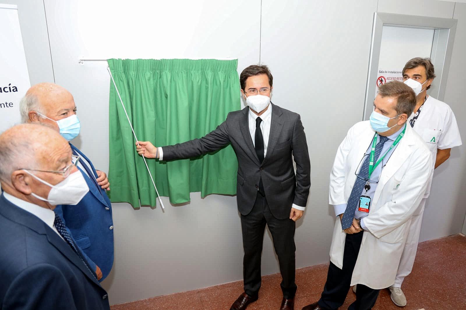 El consejero de Salud y Familias ha visitado las obras de ampliación del Hospital de Poniente que tienen una inversión de 18 millones de euros