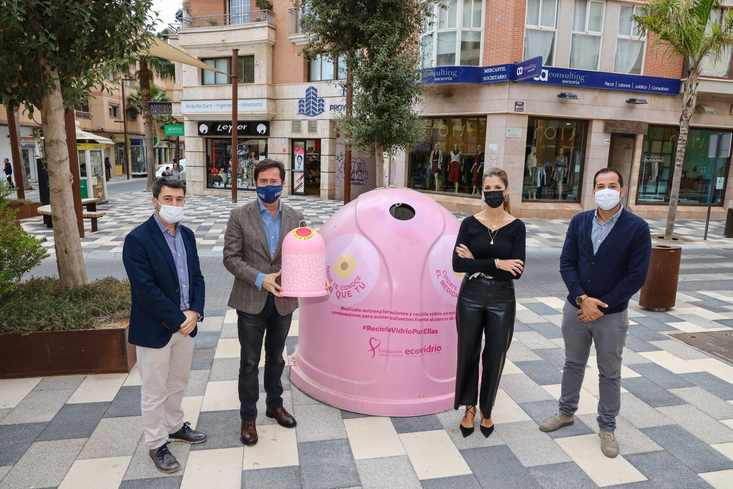 Ayuntamiento de El Ejido y Ecovidrio presentan la campaña solidaria 'Recicla Vidrio por ellas' en colaboración con la Fundación Sandra Ibarra